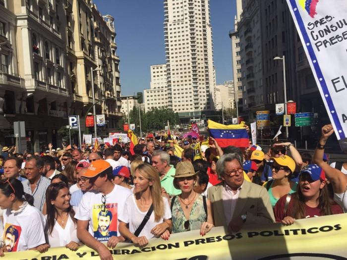 Beatriz Becerra en la manifestación sobre Venezuela
