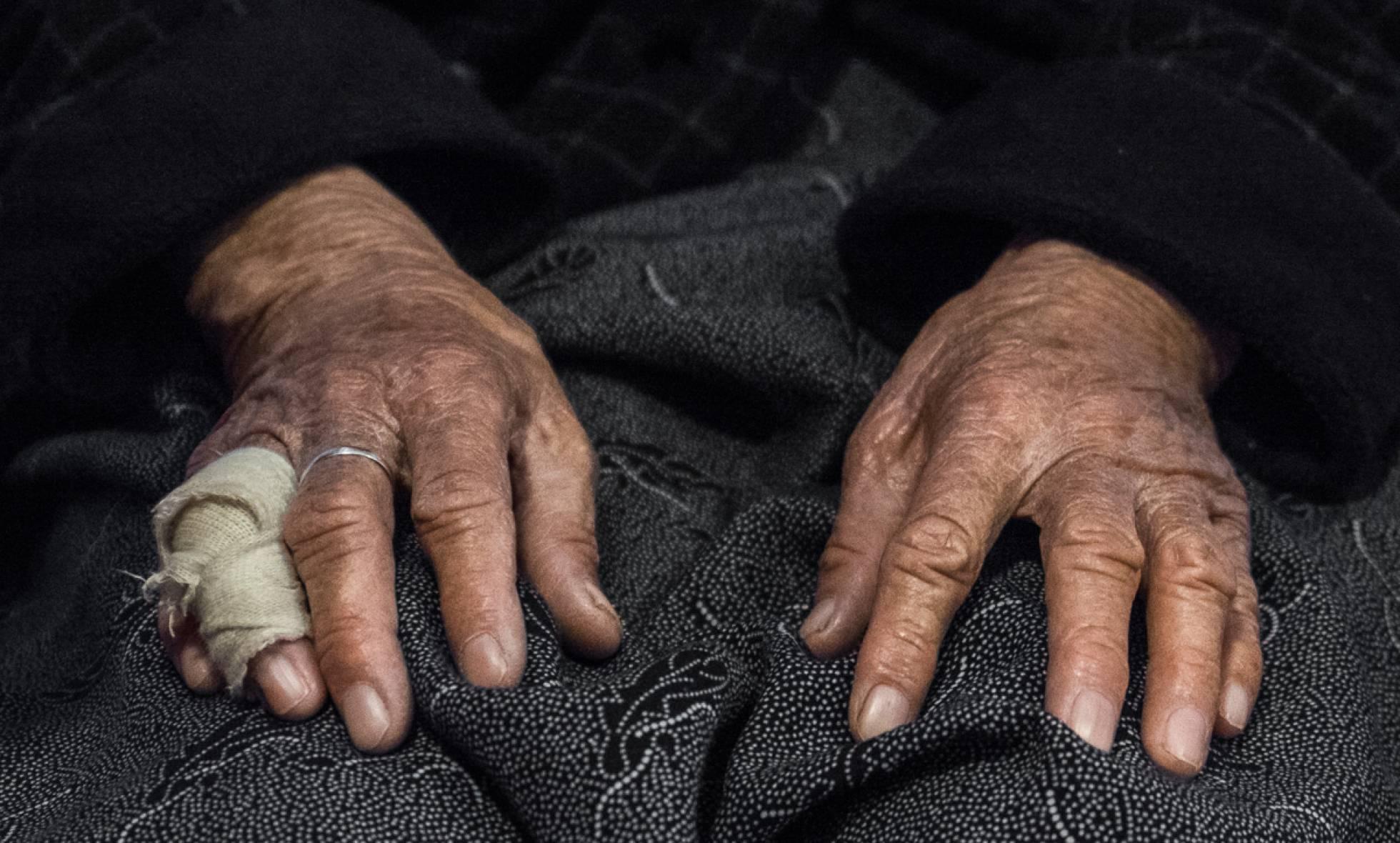 sta anciana llegó a Grecia cruzando el Egeo en balsa sin nadie que la acompañara. Bruno Abarca