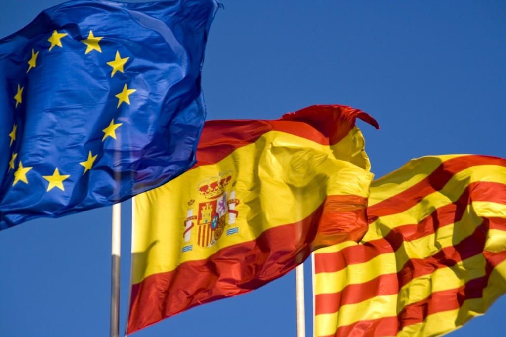 Banderas UE, España y Cataluña